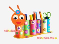 Toilet Paper Roll Caterpillar Pencil Holder Projects for kids Toilettenpapierrolle Caterpillar Bleis Spring Crafts For Kids, Paper Crafts For Kids, Diy For Kids, Toilet Paper Roll Crafts, Cardboard Crafts, Toilet Roll Holder Crafts, Yarn Crafts, Wood Crafts, Craft Activities