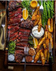 Sunday Suppers with the crew = Simple Deliciousness. All Grilled Everything., How to Become a Gourmet I Love Food, Good Food, Yummy Food, Yummy Snacks, Party Food Platters, Cooking Recipes, Healthy Recipes, Food Presentation, Food Inspiration