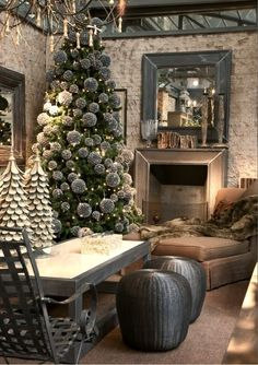 Natural Christmas decor ideas! I love the round pine ones for ornaments and the cozy cabin styling!