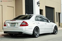 Mercedes-Benz Photo: MERCEDES - BENZ E63 AMG