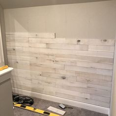how to create an accent wall using white washed boards - Feature living room wall - Pictures on Wall ideas Plank Wall Bedroom, Accent Wall Bedroom, Pallet Wall Bedroom, Man Cave Accent Wall, Ideas For Bedroom Walls, Bedroom With Wood Wall, Ship Lap Accent Wall, Wood On Walls, Reclaimed Wood Walls