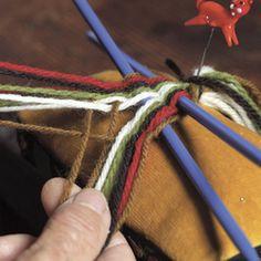 Magasin for Bunad og Folkedrakt Finger Weaving, Weaving Techniques, Friendship Bracelets, Band, Hair Styles, Beauty, Hair Plait Styles, Sash, Hair Makeup