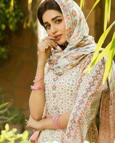 Anum fayyaz Iranian Women Fashion, Muslim Fashion, Beautiful Girl Image, Beautiful Hijab, Muslim Girls, Muslim Women, Persian Beauties, Muslim Beauty, Iranian Beauty