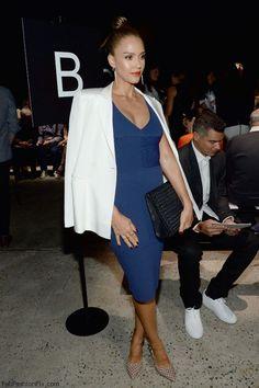 Jessica Alba wearing white blazer at Narciso Rodriguez spring 2016 fashion show in New York (September 2015). #nyfw #jessicaalba