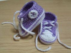 """Botitas  deportivas para bebé, realizadas a mano (ganchillo-crochet). Las vendo en  mi tienda on-line """"De mí para tí"""", en DaWanda.com"""
