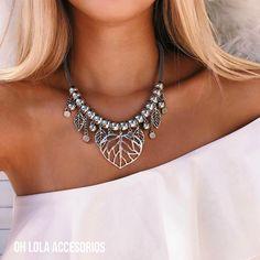Nuevo collar lleno de hojitas🍃 ↠ иαмαѕтє ☾ No puede ser más lindo. Indian Jewelry, Boho Jewelry, Beaded Jewelry, Jewelery, Handmade Jewelry, Short Necklace, Diy Necklace, Metal Necklaces, Jewelry Necklaces