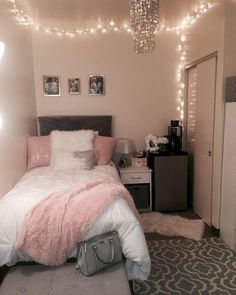 40 cute bedroom ideas for small rooms dorm room inspiration Cute Room Decor, Teen Room Decor, Room Ideas Bedroom, Small Room Bedroom, Diy Bedroom, Trendy Bedroom, Bedroom Themes, Diy Room Decor Tumblr, Bedroom Lamps
