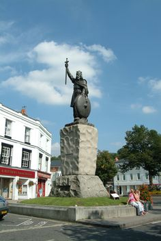 Statue of Alfie the great