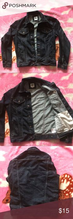 Old Navy unisex denim jean jacket Sz: M Fitted unisex denim jacket It's a Men's medium  No permanent stains Only been dry cleaned  Shipped same day or next day depending on time of purchase.  -New items PRICES ARE FIRM. Offers will be considered for used items through the offer button ONLY. -All NIKE products are directly from NIKE. 100% Authentic. -Bundle items to save More ‼️ Old Navy Jackets & Coats