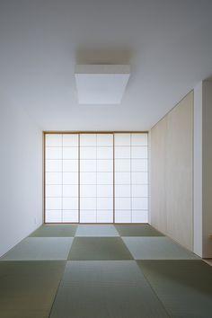 +aao plus atelier architect 田園の家 Japan Interior, Home Interior Design, Interior And Exterior, Modern Japanese Interior, Tatami Room, Zen Room, Meditation Space, Japanese House, Living Spaces