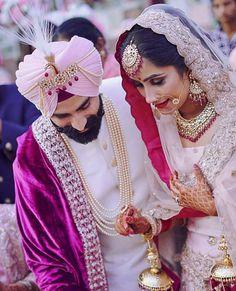 Best and Quirky bride entry ideas - SetMyWed Sikh Wedding Dress, Punjabi Wedding Couple, Couple Wedding Dress, Indian Wedding Couple Photography, Wedding Couples, Punjabi Couple, Punjabi Wedding Suit, Bridal Dresses, Indian Bridal Photos