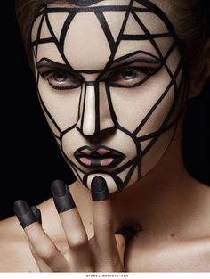 Lines and symmetry makeup art, body makeup, sfx makeup, costume makeup, . Extreme Makeup, Fantasy Make Up, Make Up Inspiration, Foto Fashion, High Fashion Makeup, Make Up Art, Makeup Designs, Makeup Transformation, Costume Makeup