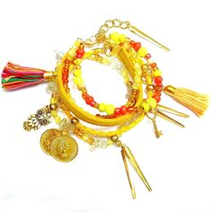 Set de Pulseras Amarillas con Dijes y monedas doradas además de flecos al tono #MiTiendaNube