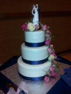 Wedding cake With Jens Floral Designs