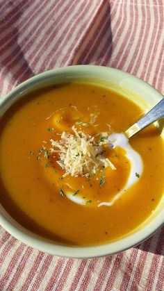 Butternut Squash Soup www.larkscountryheart.com #recipes, #soup, #butternutsquashsoup