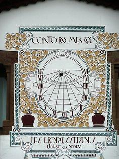 Rellotge de Sol de la Masia de Can Riba, de la Vall de Bianya, i esta catologat als Rellotges de Sol de Catalunya