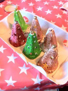 Juletræer af æggebakker