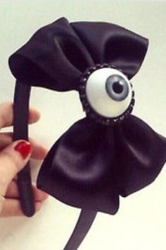Creepy cute eyeball bow headband - Cute for halloween Halloween Hair, Creepy Halloween, Halloween Crafts, Diy Halloween Headbands, Halloween Costumes, Art Pastel, Pastel Goth Fashion, Fashion Goth, Fantasias Halloween