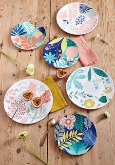 Painted Ceramic Plates, Hand Painted Ceramics, Ceramic Painting, Ceramic Pottery, Pottery Art, Ceramic Art, Pottery Painting Designs, Pottery Designs, Paint Designs
