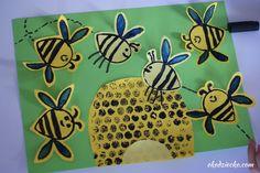 Pszczółki i ul - stempel z rolki po papierze toaletowym, eko praca plastyczna dla dzieci z okazji Międzynarodowego Dnia Pszczół. Bees and hive - a stamp from a roll of toilet paper, eco art work for children on the occasion of the International Bee Day. Diy Projects To Try, Ul