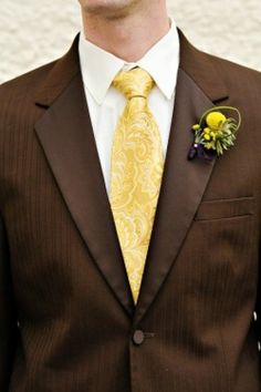 Brown suit, yellow tie, yellow billy ball boutonniere www. Maybe orange tie instead? Wedding Ties, Wedding Looks, Wedding Groom, Wedding Attire, Our Wedding, Dream Wedding, Wedding 2017, Wedding Outfits, Wedding Couples