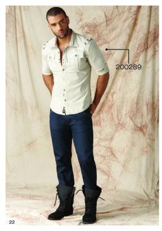 Camisa-manga-tres-cuarto-color-beige-jeans-azul-oscuro