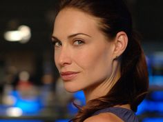Claire Forlani as Dr. Claire Forlani, Prettiest Actresses, Beautiful Actresses, Tv Actors, Actors & Actresses, Les Experts Miami, Female Cop, Sister Day, Anthony Hopkins
