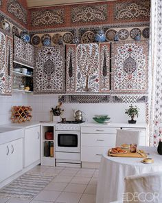 Ottoman Style. Paris-based artists Dimonah and Mehmet Iksel hand-printed wallpaper with a dazzling interpretation of 16th-century Iznik tiles
