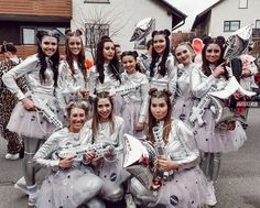 maskerix – Karneval-Foto-Contest 2019 – Space Kostüm selber machen maskerix – Carnival Photo Contest 2019 – Make costume yourself Costumes Alien, Space Costumes, Group Costumes, Carnival Costumes, Space Girl Costume, Astronaut Costume, Diy Carnival, Costume Halloween, Costume Carnaval