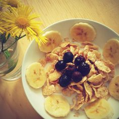 Serial with banana & Blueberry by HoniBee. #breakfast #banana #serial