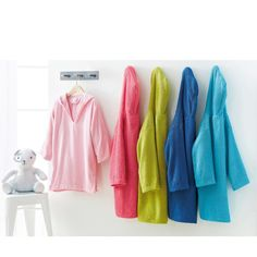 Beautiful quality, very fluffy towelling poncho.Slip this poncho on as you get out of the bath or bed and you won't want to take it off! 100% cotton (350 g/m²).KEEP AWAY FROM FIRE.Beautiful quality, very fluffy towelling poncho.Slip this poncho on as you get out of the bath or bed and you won't want to take it off! 100% cotton (350 g/m²).KEEP AWAY FROM FIRE.Child's poncho:Quality & Value, tested and checked in the laboratory.V-neckline and hood.Easy care instructions: ex...