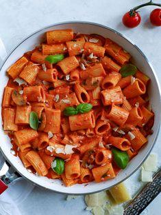 Creamy Red Pepper Pasta via @cookinwithmima Roasted Red Pepper Pasta, Roasted Red Peppers, Pasta Recipes, Rigatoni Recipes, Dessert Recipes, Entree Recipes, Rice Recipes, Vegan Recipes, Kitchens