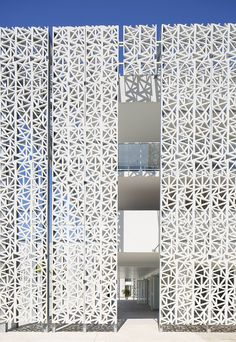 Image 5 of 21 from gallery of Nakâra Residential Hotel / Jacques Ferrier Architecture. Photograph by Mathieu Ducros Building Skin, Building Facade, Facade Design, Exterior Design, House Design, Islamic Architecture, Facade Architecture, Architecture Diagrams, Architecture Portfolio