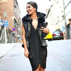 A blogueira de moda Camilha Coelho usa vestido feito com Negrinha Tubular