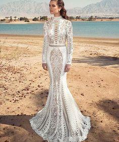 Chic spring bridal style from @ovedcohen. #fashion #style #lotd #ootd #bride #bridal #wedding #weddingdress #blogger #blogger #engaged #bridetobe #bestoftheday #mode #moda