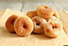Hungry Couple: Baked Cinnamon Sugar Mini Doughnuts - :O must make these! Mini Donuts, Doughnuts, Cinnamon Donuts, Donut Recipes, Baking Recipes, Köstliche Desserts, Dessert Recipes, Healthy Summer Recipes, Churros
