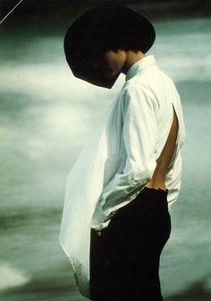 Fashion minimalist photography white shirts 40 new ideas Yohji Yamamoto, Pierre Balmain, Japanese Fashion Designers, Rei Kawakubo, Minimalist Photography, Margiela, Issey Miyake, White Shirts, Minimalist Fashion