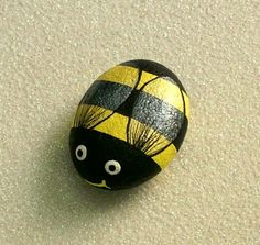 Childrens Arts and Crafts: Painted Pebbles, Bumble Bees