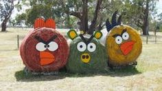 20 Ordinary Hay Bales Turned Into Stunning Art Hay Bale Decorations, Straw Decorations, Halloween Decorations, Christmas Decorations, Fall Yard Decor, Produce Displays, Scarecrow Festival, Amazing Pumpkin Carving, Hay Design