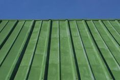 4 Far-Sighted Cool Tricks: Roofing Design Exterior how to install tin roofing.Tin Roofing Pergola shed roofing pavilion. Pintura Exterior, Shed Roof, House Roof, House With Green Roof, Tan House, Exterior Paint Colors, Exterior House Colors, Pergola Cost, Pergola Plans