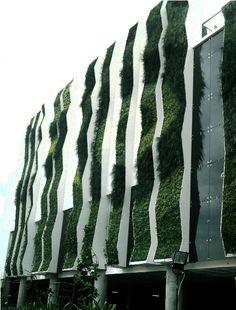 Vertical Garden The Stone Hotel Bali memiliki nilai seni yang tinggi
