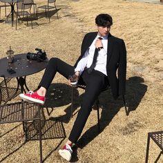 ig: look. Cute Asian Guys, Cute Korean Boys, Asian Boys, Asian Men, Cute Boys, Korean Fashion Men, Korean Men, Boy Fashion, Mens Fashion