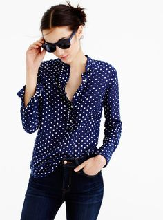 With spring just around the corner, it's time to update my spring capsule wardrobe. I'm thinking white jeans, pretty blouses and wedges. Mode Outfits, Girl Outfits, Casual Outfits, Fashion Outfits, Women's Casual, Casual Shirts, Look Fashion, Girl Fashion, Womens Fashion
