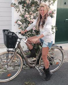 """En """"la Bicicleta"""" por un rincón de Francia! On my """"Bicicleta"""" in the French countryside! Shak"""