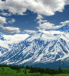 The Saint Elias Mountains that span from northern British Columbia through southwest Yukon | 15 Surreal Places That Prove Canada Is A Breathtaking Country