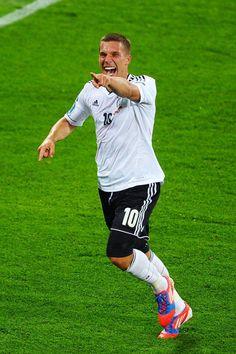 Lucas Podolski a marqué pour la 3e victoire en 3 matchs de l'Allemagne à l'Euro.
