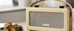 VINTAGE ROBERTS RADIO IN CREAM COLOUR