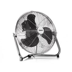 The Tristar metal desk fan is the best way to fight the heat this summer. It's a practical fan with a modern design, three speed settings and an adjustable angle up to 100 degrees. It has a diameter of 30 cm and its approximate dimensions .