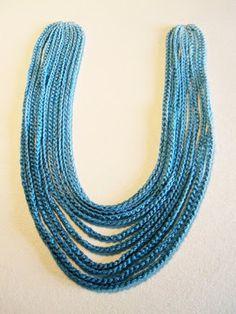 *Crochet Ombre Necklace* ∙ How To by edie d. on Cut Out + Keep Crochet Chain Stitch, Crochet Bracelet, Knit Or Crochet, Crochet Scarves, Crochet Earrings, Knitted Necklace, Fabric Necklace, Fabric Jewelry, Diy Necklace