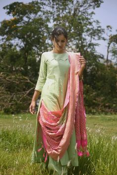 Tuck the dupattA